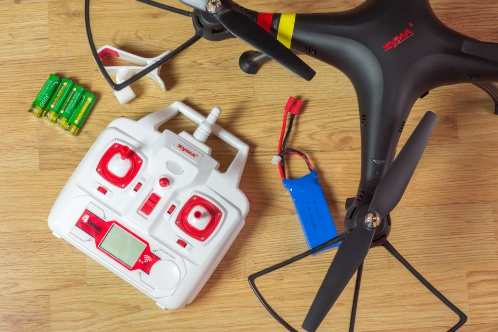 syma drone with its accesories