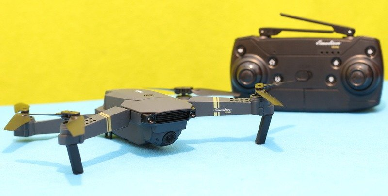 Eachine E58 drone with it controller.